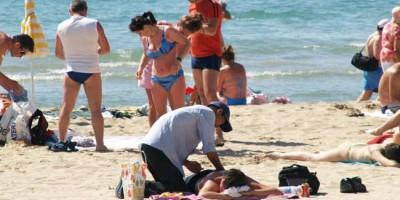 Llega el verano y los masajistas en las playas
